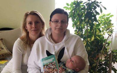 Roland éppen 4 hónapos….mikor átadom nekik a könyvet